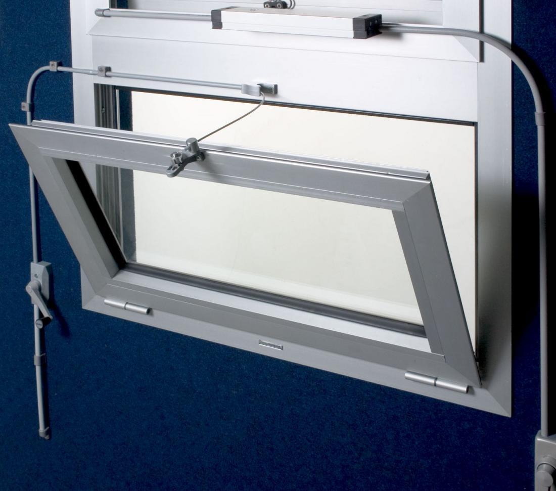 Vendita online meccanismi di apertura ultraflex ucs windowo for Finestra basculante