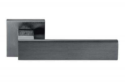 Alba Grafite Maniglia per Porta su Rosetta con Linee Dritte e Curve Colombo Design