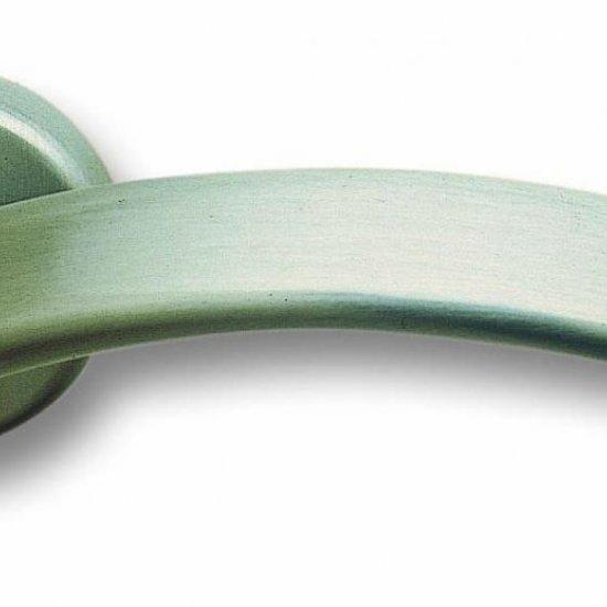 Coppia Di Maniglie Ghidini Modello Bella Zns Con Rosette E Bocchette