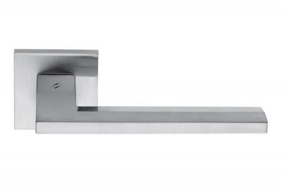 Electra Cromo Satinato Maniglia per Porta su Rosetta di Forma Sagomata by Colombo Design