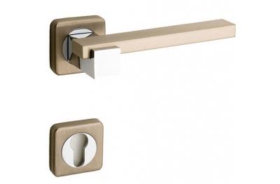 Plus Line Brass Maniglia su Rosetta Quadrata Fashion Line PFS Pasini