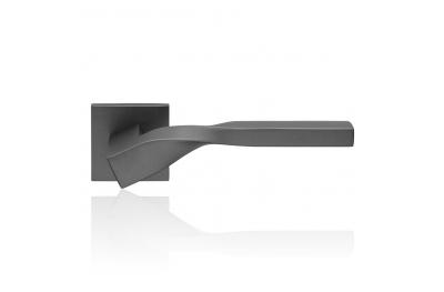 Twist Zincral Antracite Satinato Maniglia per Porta su Rosetta di Forma Eclettica Linea Calì Design